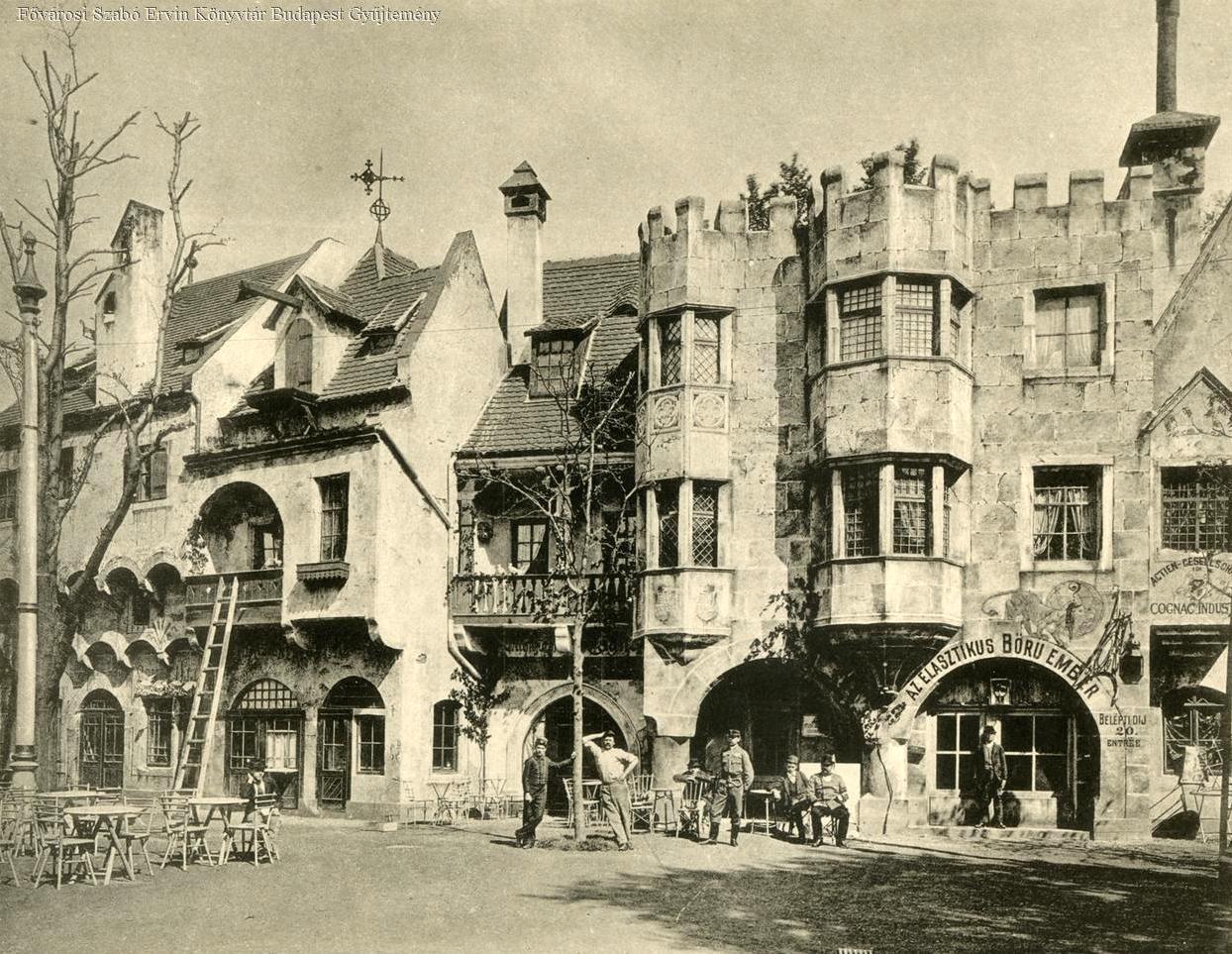 Teljesen átlagosnak tűnő középkori házak Ős-Budavára egyik utcáján. A kép jobb szélén lévő házban viszont a látogató találkozhatott az Elasztikus bőrű emberrel!