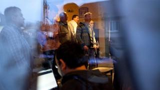 Tapolca, 2015. április 12.A Jobbik szimpatizánsai a párt eredményváróján Tapolcán, egy sörözőben 2015. április 12-én. Ezen a napon tartották a tapolcai időközi országgyűlési képviselő-választást Veszprém megye 3-as választókerületében.MTI Fotó: Varga György