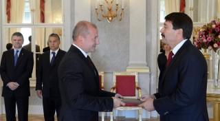 Az államfő honvédelmi miniszterré nevezte ki Simicskó Istvánt