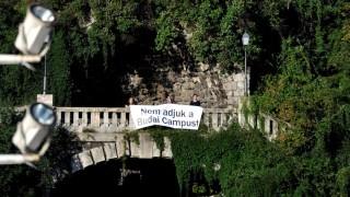 A Corvinus hallgatóinak flashmobja az egyetem átszervezése ellen