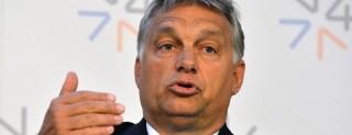 Prága, 2015. szeptember 4.  Orbán Viktor miniszterelnök sajtóértekezleten vesz részt a visegrádi országok kormányfõinek migrációs válságról tartott csúcstalálkozóján Prágában 2015. szeptember 4-én. (MTI/AP/Katerina Sulova)