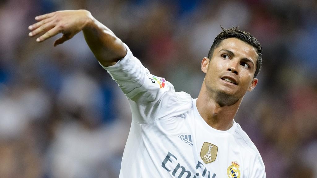 Real Madrid's Portuguese forward Cristiano Ronaldo gestures during the Trofeo Santiago Bernabeu football match Real Madrid vs Galatasaray at the Santiago Bernabeu stadium in Madrid on August 18, 2015.  AFP PHOTO / DANI POZO