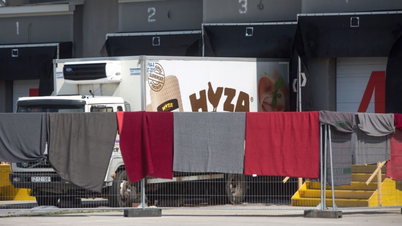 A refrigerated truck, in which bodies of 71 migrants have been found on the A 4 Austrian highway, is parked in a facility which used to be a veterinary station at the border in Nickelsdorf, Austria on August 28, 2015. Austrian police said Friday that three people were in custody in Hungary over the discovery of 71 dead migrants in an abandoned truck with Hungarian number plates.  AFP PHOTO / VLADIMIR SIMICEK