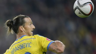 TOPSHOTS Sweden's forward Zlatan Ibrahimovic eyes the ball during their UEFA Euro 2016 qualifying round Group G football match between Russia and Sweden at Otkrytie Arena in Moscow on September 5, 2015.   AFP PHOTO / ALEXANDER NEMENOV
