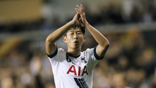 Qarabag's Brazilian midfielder Chumbinho acknowledges the crowd as they applaud during his substitution  during the UEFA Europa League Group J football match between Tottenham Hotspur FC and Qarabag FK on September 17, 2015, at White Hart Lane in north London. AFP PHOTO / IAN KINGTON