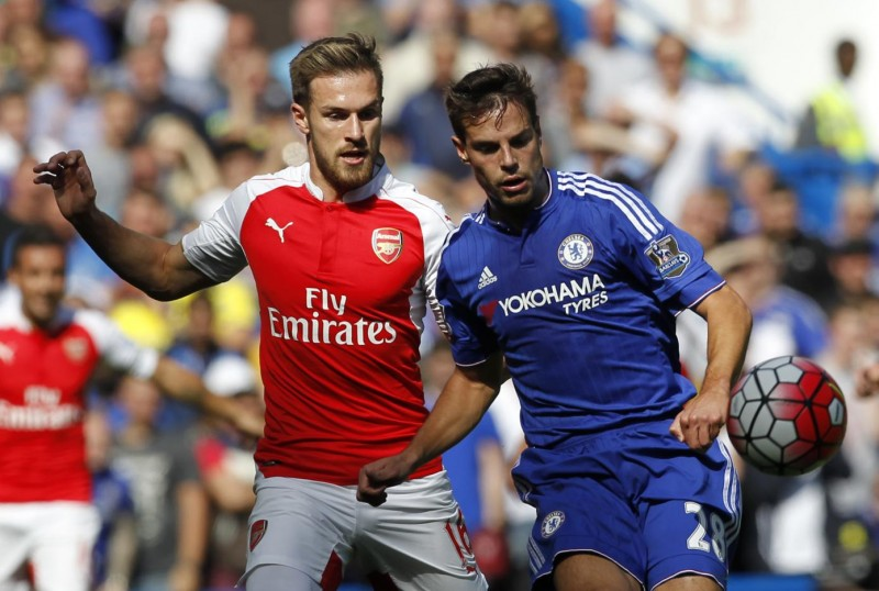 Arsenal's Welsh midfielder Aaron Ramsey (L) vies with Chelsea's Spanish defender Cesar Azpilicueta during the English Premier League football match between Chelsea and Arsenal at Stamford Bridge in London on September 19, 2015. AFP PHOTO / IAN KINGTON  RESTRICTED TO EDITORIAL USE. No use with unauthorized audio, video, data, fixture lists, club/league logos or 'live' services. Online in-match use limited to 75 images, no video emulation. No use in betting, games or single club/league/player publications.