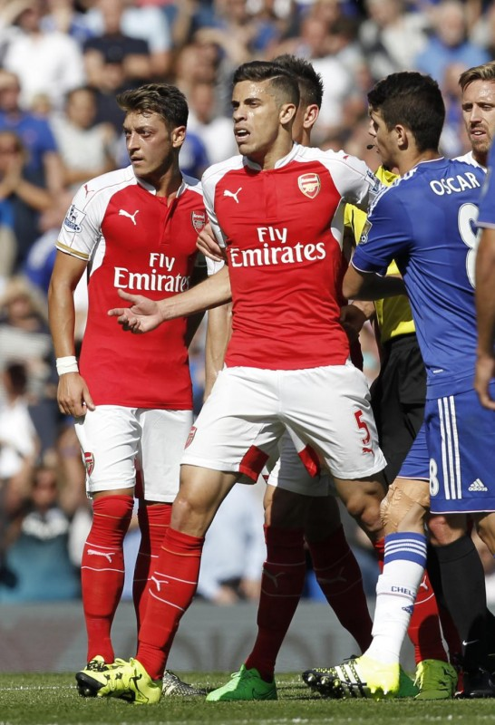 Arsenal's Brazilian defender Gabriel (C) reacts after being sent off by referee Mike Dean (not pictured) during the English Premier League football match between Chelsea and Arsenal at Stamford Bridge in London on September 19, 2015. AFP PHOTO / IAN KINGTON   RESTRICTED TO EDITORIAL USE. No use with unauthorized audio, video, data, fixture lists, club/league logos or 'live' services. Online in-match use limited to 75 images, no video emulation. No use in betting, games or single club/league/player publications.