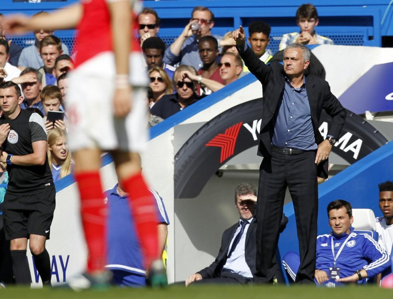 Chelsea's Portuguese manager Jose Mourinho (R) gestures during the English Premier League football match between Chelsea and Arsenal at Stamford Bridge in London on September 19, 2015. AFP PHOTO / IAN KINGTON  RESTRICTED TO EDITORIAL USE. No use with unauthorized audio, video, data, fixture lists, club/league logos or 'live' services. Online in-match use limited to 75 images, no video emulation. No use in betting, games or single club/league/player publications.