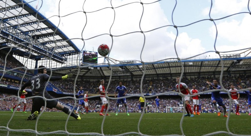 Arsenal's Czech goalkeeper Petr Cech (L) reacts as Hazard's deflected shot hits the back of the net for Chelsea's second goal during the English Premier League football match between Chelsea and Arsenal at Stamford Bridge in London on September 19, 2015. Chelsea won the game 2-0. AFP PHOTO / IAN KINGTON  RESTRICTED TO EDITORIAL USE. No use with unauthorized audio, video, data, fixture lists, club/league logos or 'live' services. Online in-match use limited to 75 images, no video emulation. No use in betting, games or single club/league/player publications.