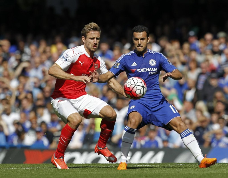 Chelsea's Spanish midfielder Pedro (R) vies with Arsenal's Spanish defender Nacho Monreal (L) during the English Premier League football match between Chelsea and Arsenal at Stamford Bridge in London on September 19, 2015. Chelsea won the game 2-0. AFP PHOTO / IAN KINGTON  RESTRICTED TO EDITORIAL USE. No use with unauthorized audio, video, data, fixture lists, club/league logos or 'live' services. Online in-match use limited to 75 images, no video emulation. No use in betting, games or single club/league/player publications.