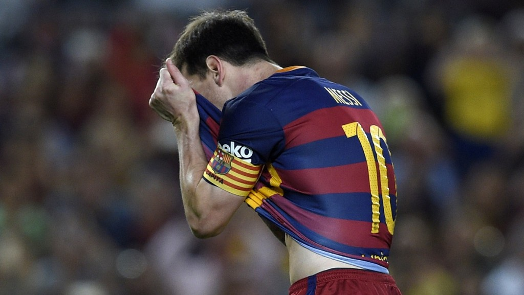 Barcelona's Argentinian forward Lionel Messi reacts after failing to score on a penalty kick during the Spanish league football match FC Barcelona vs Levante UD at the Camp Nou stadium in Barcelona on September 20, 2015.   AFP PHOTO/ LLUIS GENE