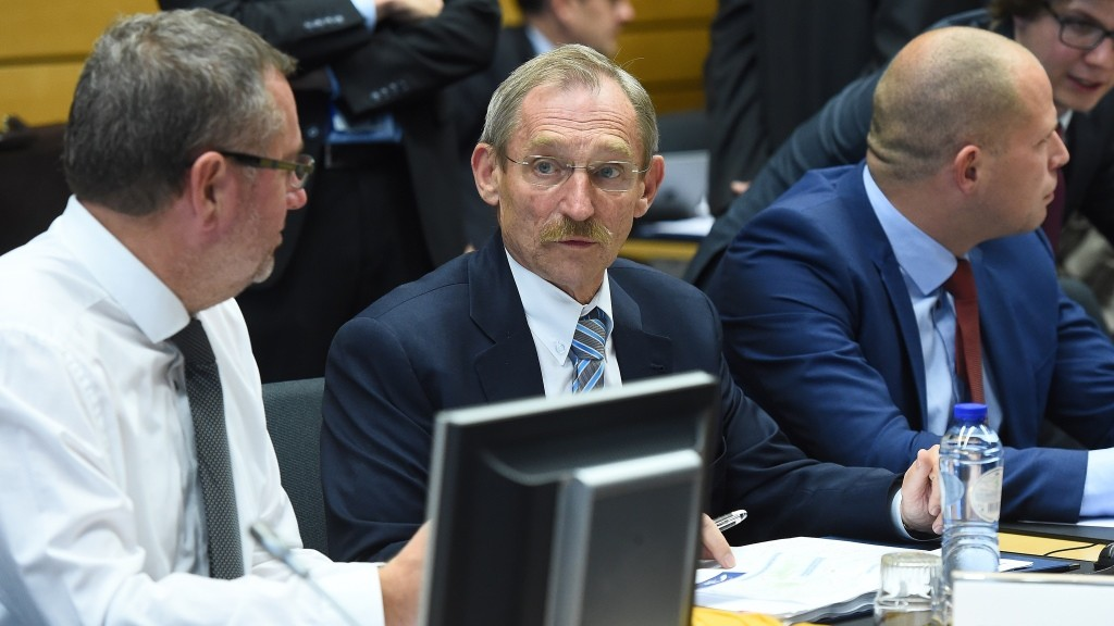 Hungarian Interior Minister Sandor Pinter (C) attends an extraordinary Justice and Home Affairs council at the European Council on migrants in Brussels, September 22, 2015. AFP PHOTO / EMMANUEL DUNAND