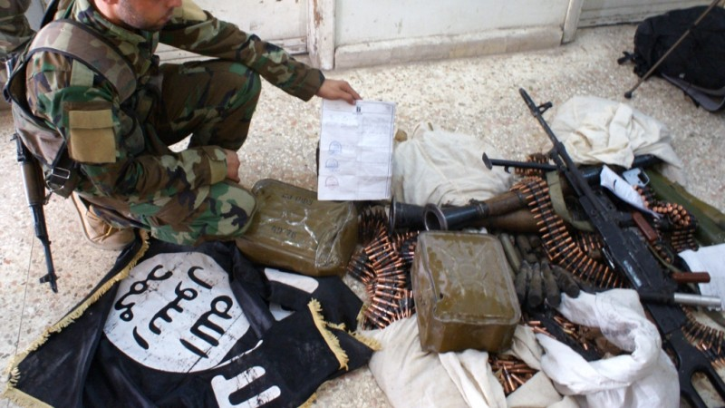 2679300 07/30/2015 Syrian soldiers inspect the weapons and belongings of ISIS militants taken prisoner during the fighting in Syria. RIA Novosti/RIA Novosti