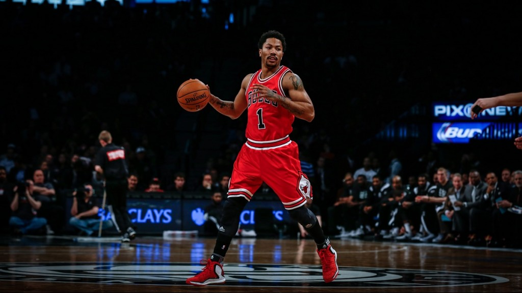 NEW YORK, UNITED STATES - APRIL 13: Derrick Rose of Chicago Bulls in action during NBA game between Brooklyn Nets and Aaron Brooks at Barclays Center in New York, United Nations on April 13, 2015. Cem Ozdel / Anadolu Agency