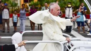 HAVANA, CUBA - SEPTEMBER 19: Pope Francis salutes people as he arrives in Havana, Cuba on September 19, 2015. Carlos Becerra / Anadolu Agency
