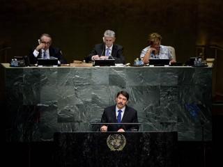 New York, 2015. szeptember 26. Áder János köztársasági elnök felszólal az ENSZ fenntartható fejlõdési csúcstalálkozóján a világszervezet New York-i székházában 2015. szeptember 25-én. A fórumon a világ vezetõi a következõ 15 év fõ feladatait határozzák meg, köztük az éhezés és szegénység elleni küzdelemmel kapcsolatos teendõket. MTI Fotó: Bruzák Noémi