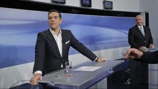 Athén, 2015. szeptember 14. Alekszisz Ciprasz lemondott görög kormányfõ, a kormányzó Radikális Baloldal Koalíciója (Sziriza) párt vezetõje (b) és Evangelosz Meimarakisz, a konzervatívok vezetõje televíziós vitájuk elõtt Athénban 2015. szeptember 14-én. Görögországban szeptember 20-án tartanak elõrehozott választásokat. (MTI/AP/Lefterisz Pitarakisz)