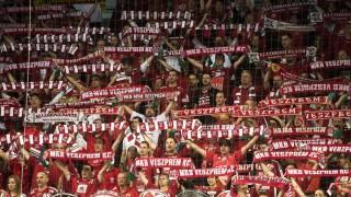 Veszprém, 2014. november 29. A veszprémi szurkolók a férfi kézilabda Bajnokok Ligája C csoportjában, a 7. fordulóban játszott MKB-MVM Veszprém - Csehovszkije Medvegyi mérkõzésen a Veszprém Arénában 2014. november 29-én. A Veszprém 38:31-re gyõzött. MTI Fotó: Koszticsák Szilárd