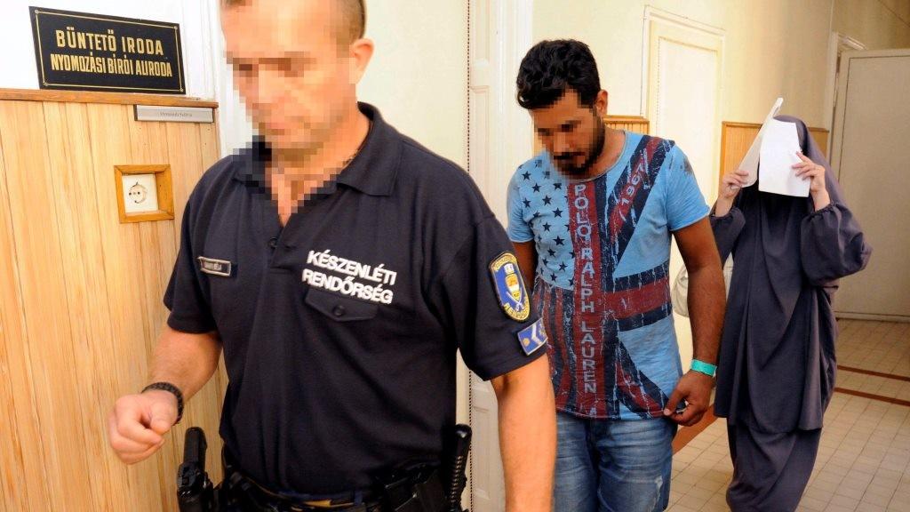 Illegális bevándorlás - Hat gyanúsított előzetes letartóztatását rendelték el a röszkei zavargás miatt