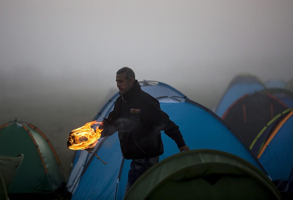 Röszke, 2015. szeptember 12.Egy illegális bevándorló a röszkei Dugonyi úti rendőrségi gyűjtőponton 2015.MTI Fotó: Mohai Balázs