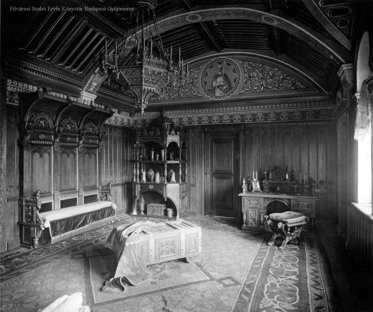 A király román kori dolgozószobája