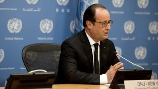 New York, 2015. szeptember 27.  Az ENSZ-közgyûlés 70. ülésszakán New Yorkban tartózkodó Francois Hollande francia államfõ nyilatkozatot tesz az ENSZ New York-i székházában 2015. szeptember 27-én. Hollande bejelentette, hogy a francia légierõ is bekapcsolódott az Iszlám Állam (IÁ) dzsihadista szervezet elleni légi hadjáratba.  (MTI/EPA/Pool/Alain Jocard)
