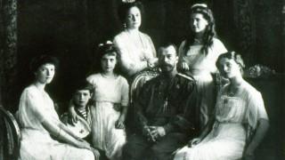 The Romanov Family in year 1913. From right to left:Grand Duchesses Olga, Maria, Tsar Nicholas II, Empress Alexandra, GD Anastasia, Tsarevich Alexei, and GD Tatiana. . (Photo by Universal History Archive/UIG/Getty Images)