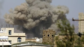 Smoke billows from buildings after reported air strikes by the Saudi-led coalition on arms warehouses at Al-Dailami air base, on September 29, 2015, north of the capital Sanaa.  AFP PHOTO / MOHAMMED HUWAIS