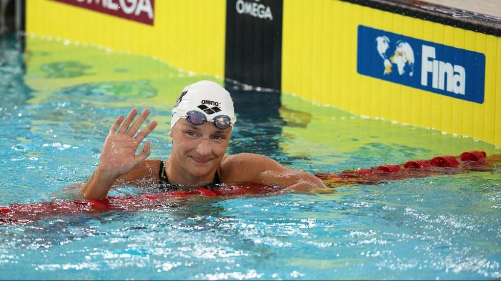 Hongkong, 2015. szeptember 26. Hosszú Katinka az úszó világkupa 400 méteres nõi gyorsúszása döntõje után Hongkongban 2015. szeptember 26-án. Hosszú aranyérmet nyert. (MTI/EPA/Jerome Favre)