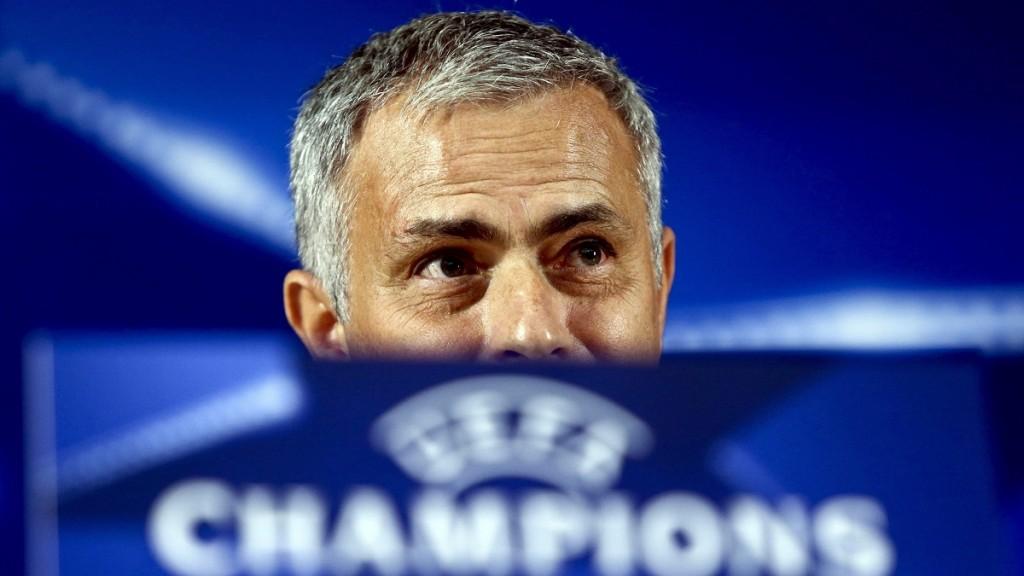 Porto, 2015. szeptember 28. José Mourinho, az angol Chelsea vezetõedzõje sajtóértekezletet tart Portóban 2015. szeptember 28-án, egy nappal a Bajnokok Ligája, G csoportja 2. fordulójában lejátszásra kerülõ FC Porto-Chelsea mérkõzés elõtt. (MTI/EPA/Estela Silva)