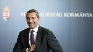 Budapest, 2015. szeptember 3. Lázár János, a Miniszterelnökséget vezetõ miniszter sajtótájékoztatót tart az Országházban 2015. szeptember 3-án. MTI Fotó: Koszticsák Szilárd