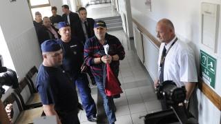 Budaörs, 2015. szeptember 24.A lopás és vesztegetés gyanúja miatt őrizetbe vett Galambos Lajost, művésznevén Lagzi Lajcsi zenészt 2015. szeptember 24-én rendőrök kísérik a Budaörsi Járásbíróságra, ahol előzetes letartóztatásáról döntenek.MTI Fotó: Mihádák Zoltán