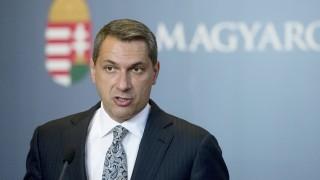 Budapest, 2015. szeptember 24. Lázár János Miniszterelnökséget vezetõ miniszter sajtótájékoztatót tart az Országházban 2015. szeptember 24-én. MTI Fotó: Koszticsák Szilárd