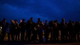Beremend, 2015. szeptember 24. Migránsok a magyar-horvát határon, a beremendi határátkelõhelyen 2015. szeptember 24-én. MTI Fotó: Marjai János