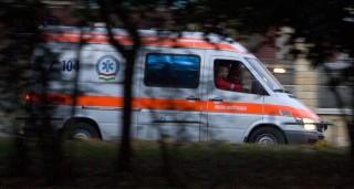 Budapest, 2008. október 3.A mentő elhagyja a Frankel Leó utcát, ahol egy órán át próbálták újraéleszteni sikertelenül Albert Györgyi újságírót, aki egy taxiban lett rosszul, miután kilépett egy cukrászdából.MTI Fotó: Szigetváry Zsolt