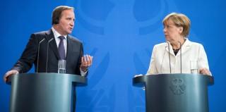 Berlin, 2015. szeptember 8. Angela Merkel német kancellár (j) és Stefan Löfven svéd miniszterelnök az európai menekültválságról tart sajtótájékoztatót a berlini kancellária épületében 2015. szeptember 8-án. (MTI/EPA/Bernd von Jutrczenka)