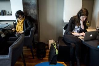 Budapest, 2015. május 22. Bemutató a Hoffice (home+office, vagyis otthon+iroda) elnevezésû lakásban a dolgozz otthonról mozgalom népszerûsítéséért, Budapesten 2015. május 22-én. MTI Fotó: Marjai János