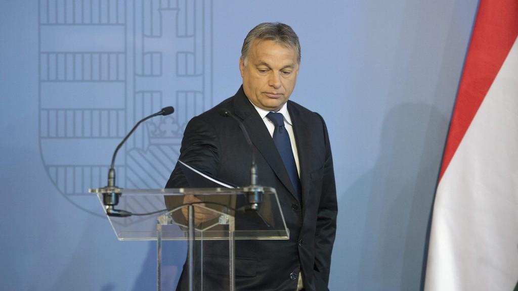 Budapest, 2015. szeptember 7. Orbán Viktor miniszterelnök beszédje végén a Külgazdasági és Külügyminisztérium misszióvezetõi értekezlete megnyitóján Budapesten 2015. szeptember 7-én. MTI Fotó: Koszticsák Szilárd