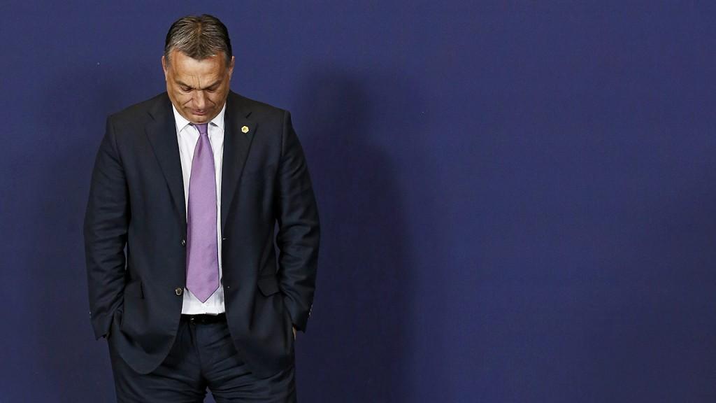 Brüsszel, 2015. június 25.Orbán Viktor miniszterelnök a csoportkép elkészítésének helyére érkezik az Európai Unió kétnapos brüsszeli csúcstalálkozójának első napi ülésén 2015. június 25-én. (MTI/EPA/Julien Warnand)