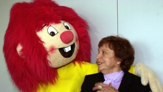 (dpa) - Germany's most popular redhead Pumuckl and his creator Ellis Kaut have fun in Berlin, 8 May 2002. The cheeky little children's book hero was invented in 1962 and this year celebrates his 40th bithday. He is known by children and adults allover Germany and in many other countries. His adventures were translated into 80 languages, among them Chinese and Japanese.