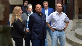 Bahcsiszeráj, 2015. szeptember 12. Vlagyimir Putyin orosz elnök (j) és Silvio Berlusconi volt olasz kormányfõ (k) a krími Bahcsiszerájban 2015. szeptember 12-én. (MTI/AP/Pool/Kreml/Ria-Novosztiy/Alekszej Druzsinyin)