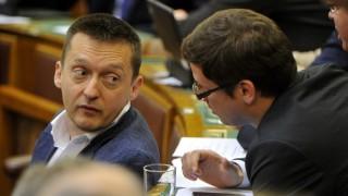 Budapest, 2015. május 26. Rogán Antal, a Fidesz frakcióvezetõje (b) és Gulyás Gergely, az Országgyûlés fideszes alelnöke az Országgyûlés plenáris ülésén 2015. május 26-án. MTI Fotó: Kovács Attila