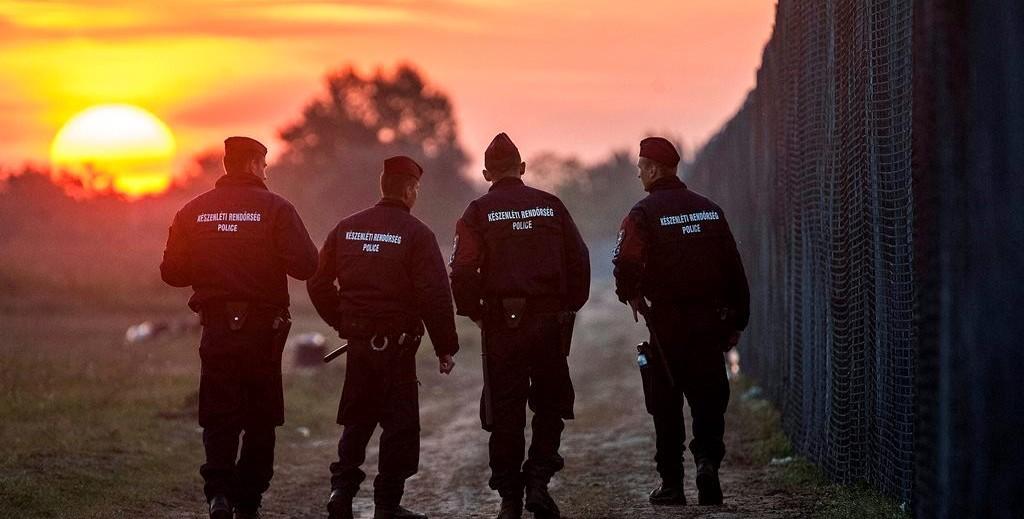 Illegális bevándorlás - Rendőrök járőröznek Röszke térségében