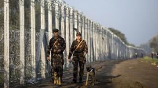 Röszke, 2015. szeptember 12. Katonák a magyar-szerb határon, az ideiglenes biztonsági határzár mellett Röszke térségében 2015. szeptember 13-án. MTI Fotó: Mohai Balázs