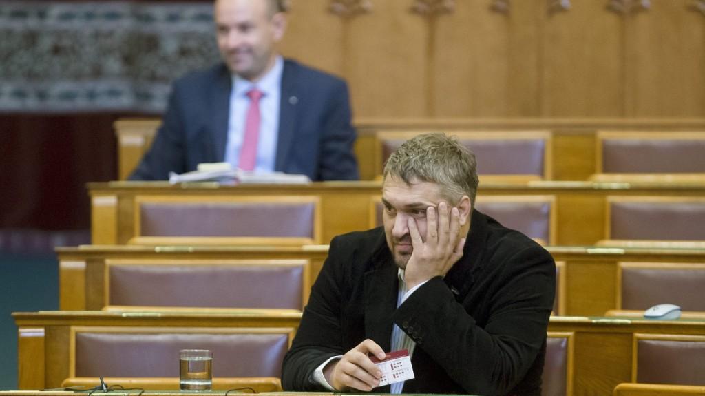 Budapest, 2015. szeptember 22. Sallai R. Benedek, az LMP parlamenti képviselõje az Országgyûlés plenáris ülésén 2015. szeptember 22-én. MTI Fotó: Koszticsák Szilárd