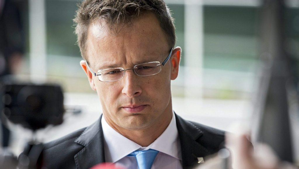 Luxembourg, 2015. szeptember 4. Szijjártó Péter külgazdasági és külügyminiszter megérkezik az Európai Unió Külügyi Tanácsának a migránsválságról tartott ülésére Luxembourgban 2015. szeptember 4-én. (MTI/EPA/Julien Warnand)
