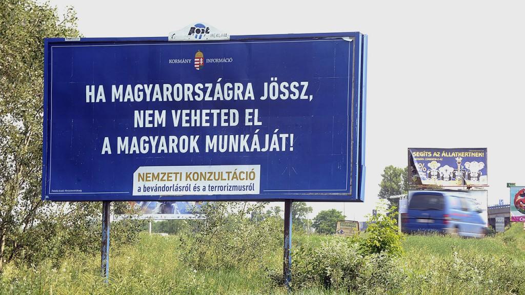 Budapest, 2015. június 8.A kormány bevándorlásról szóló plakátja a főváros XV. kerületében, Rákospalota határában 2015. június 8-án.MTI Fotó: Máthé Zoltán