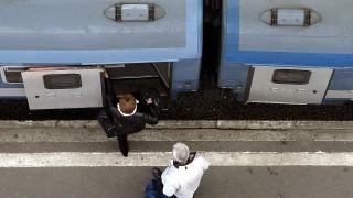 Budapest, 2015. március 24.Utasok szállnak föl a vonatra a Keleti pályaudvar csarnokában 2015. március 24-én.MTI Fotó: Máthé Zoltán