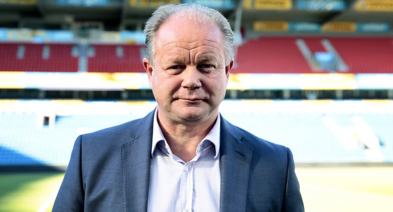 """Per-Mathias Hogmo, newly appointed head coach for Norway's national football team, attends a photocall in Oslo, on September 27, 2013. Egil """"Drillo"""" Olsen has been sacked after a series the national team's bad results.  AFP PHOTO / SCANPIX / HAKON MOSVOLD LARSEN +++ NORWAY OUT"""