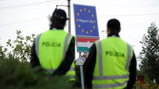 Slovak police control border crossers at a checkpoint of the Slovakian-Hungarian border near Rajka (Hungary) and Cunovo (Slovakia) on September 14, 2015. Slovakia is boosting border controls along frontiers with Austria and Hungary, its interior ministry said, a day after EU neighbour the Czech Republic ramped up controls along its border with Austria.    AFP PHOTO / SAMUEL KUBANI